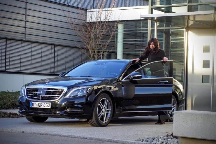 Žene vozači - automobil u Gradu