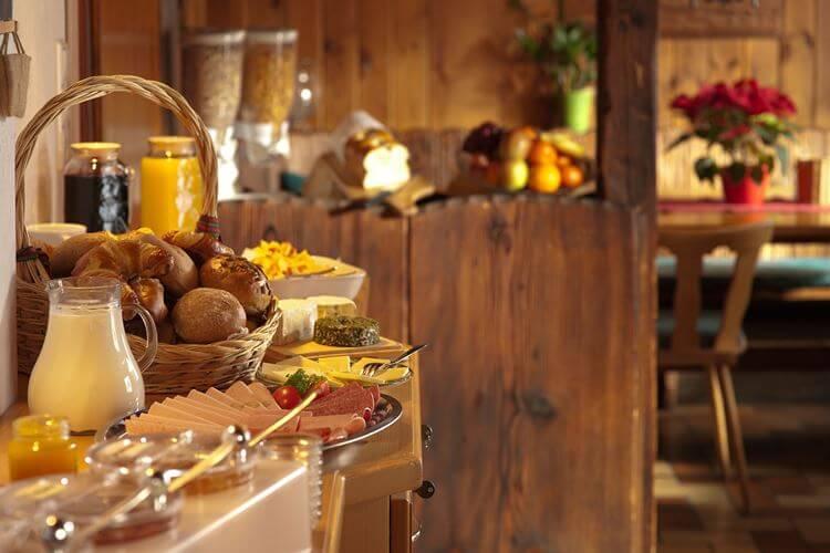 Tradicionalna srpska jela na stolu