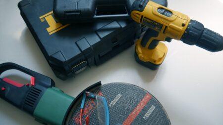 Električni alati na stolu