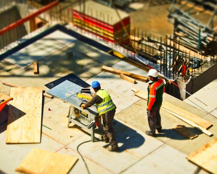 Radnici koji rade na gradilištu